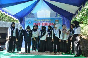 Siswa Paket C dalam Menyanyikan Indonesia Raya